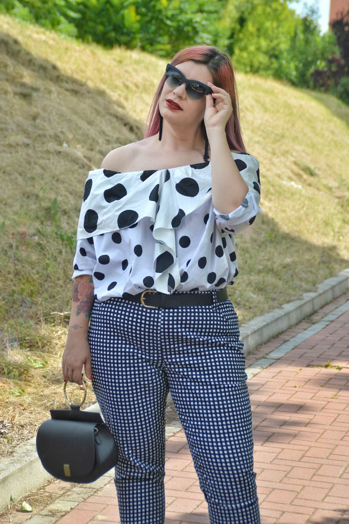 Outfit plus size mix di stampe, blusa lili la tigresse (3)