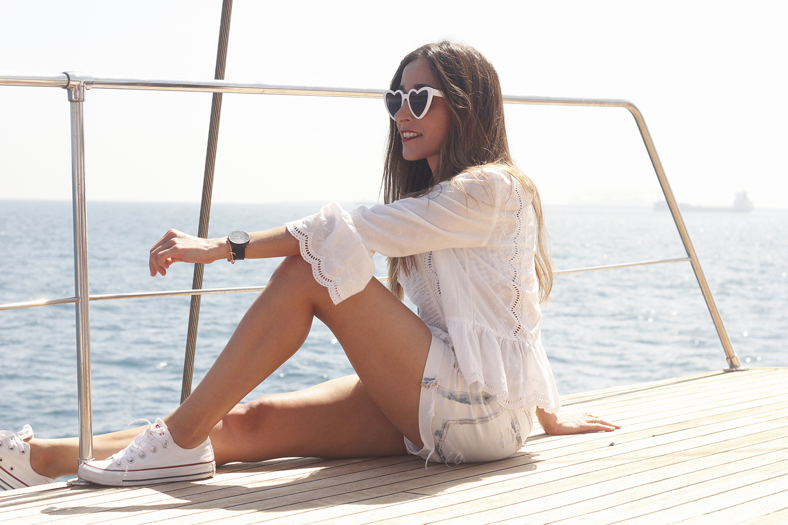 boat ride in Barcelona lottie london make up summer street style outfit 201807
