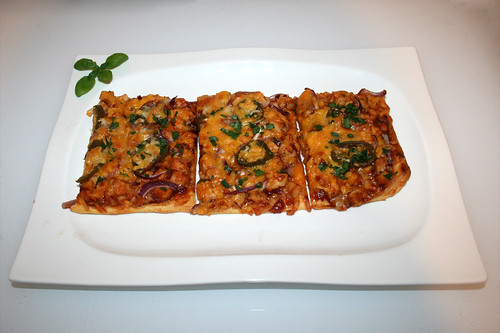22 - Chicken Jalapeño BBQ Pizza - Serviert / Served