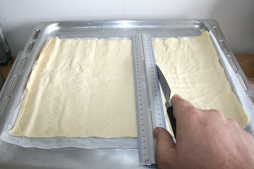 12 - Pizzateig abmessen / Measure pizza dough