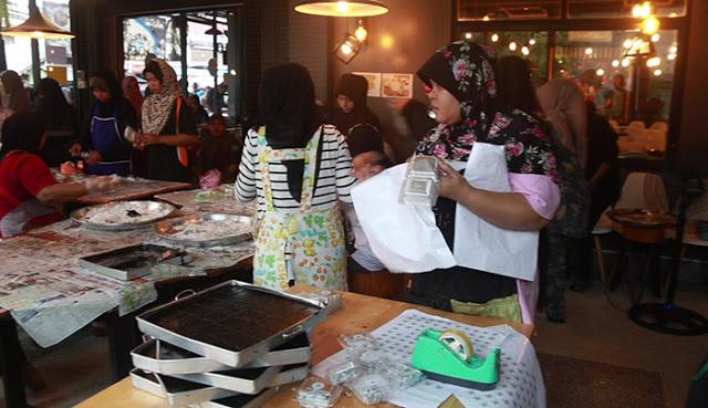 """""""กูบาฆูลิง"""" ขนมหวานชาวมุสลิม สุดฮอต ส่งท้ายเดือนรอมฎอน สร้างรายได้วันละแสน peebao.com คนใต้บ้านเรา (4)"""