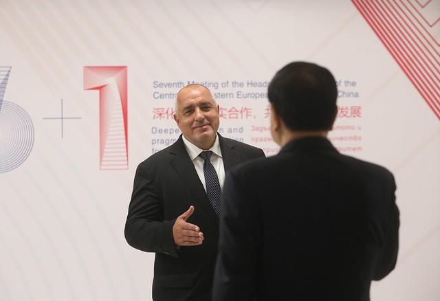 CEEC – China 2018: Handshake, Canon EOS 6D, Canon EF 70-200mm f/2.8 L