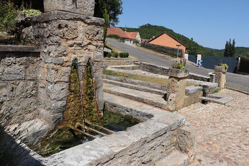 [211-003] Nuzéjouls - La fontaine de l'Hermitage