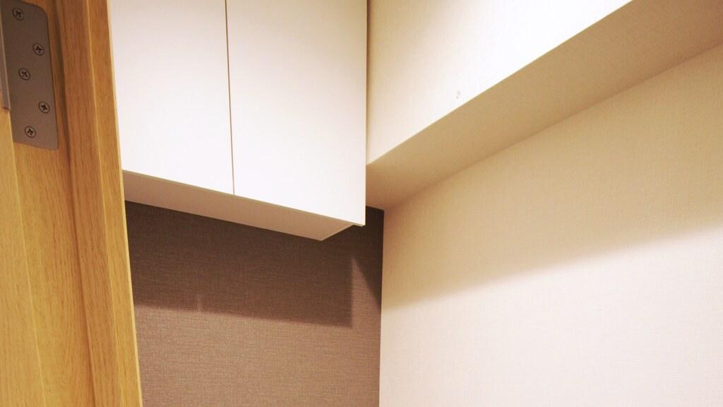 お化粧室内の収納棚