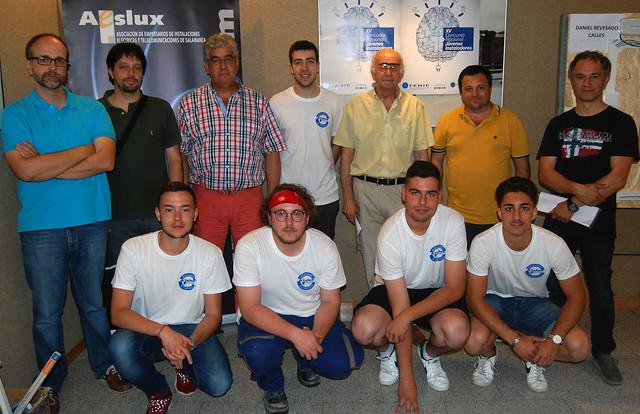 Foto de familia de la fase provincial del XV Concurso de Jóvenes Instaladores organizado por la asociación AESLUX junto a FENIE.
