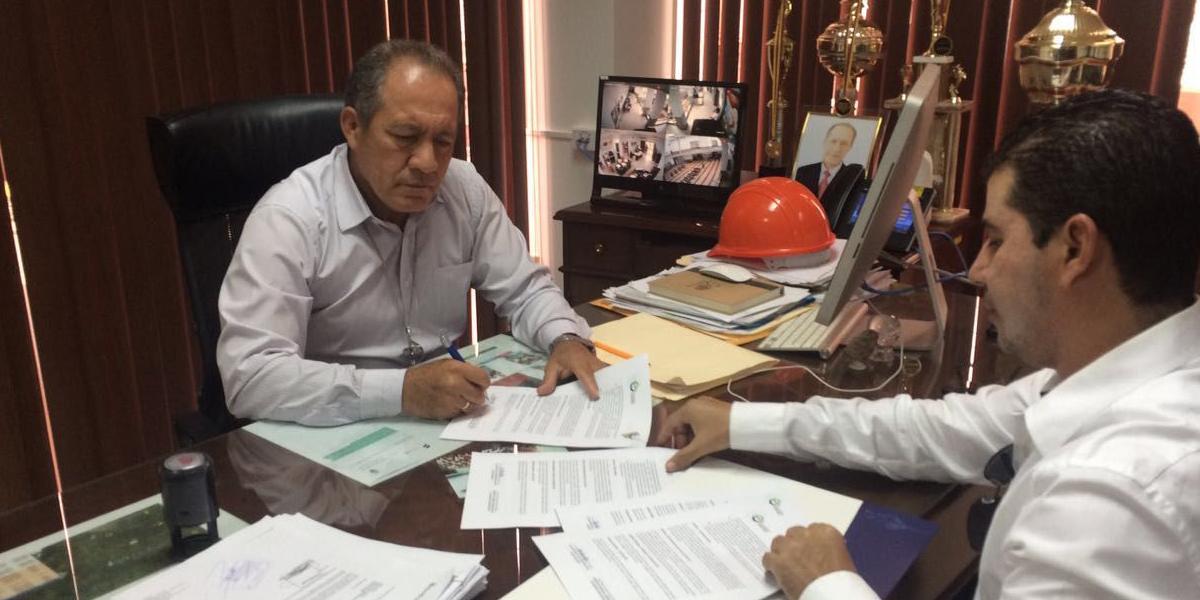 Firma de convenio para ejecutar cuatro obras
