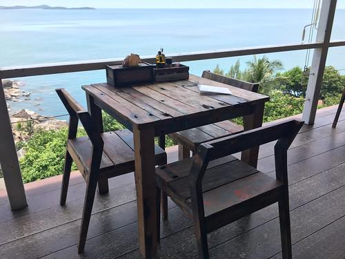 サムイ島 シービューのライフカフェでローケーキ