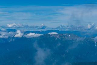 朝日岳と苗場山・・・北アルプスも@至仏山頂