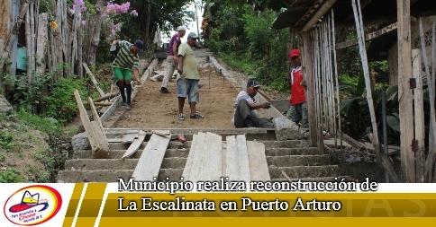 Municipio realiza reconstrucción de La Escalinata en Puerto Arturo