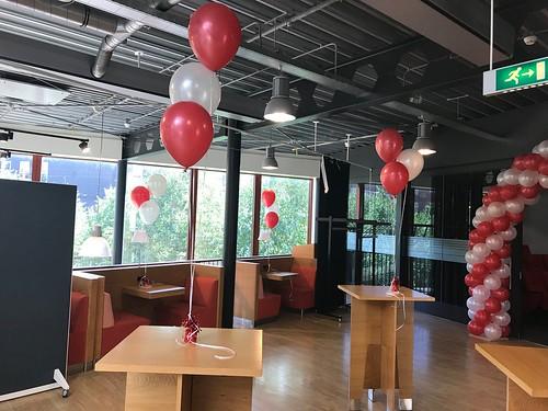 Tafeldecoratie 3ballonnen Diplomauitreiking Hoge School Rotterdam