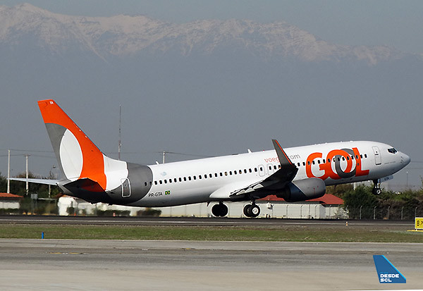 GOL B737-800 PR-GTA take off SCL (RD)