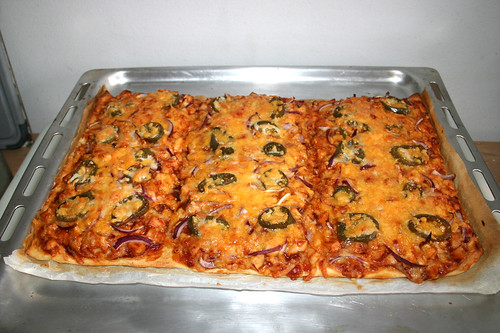 20 - Chicken Jalapeño BBQ Pizza - Fertig gebacken / Finished baking