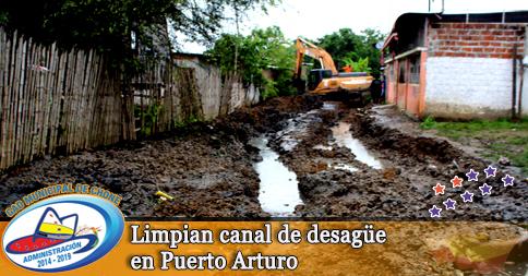 Limpian canal de desagüe en Puerto Arturo