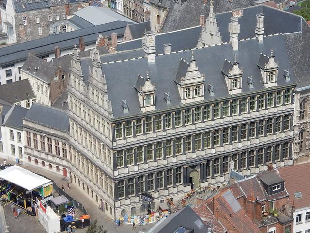 uitzicht op toren Sint-Baafskathedraal: stadhuis