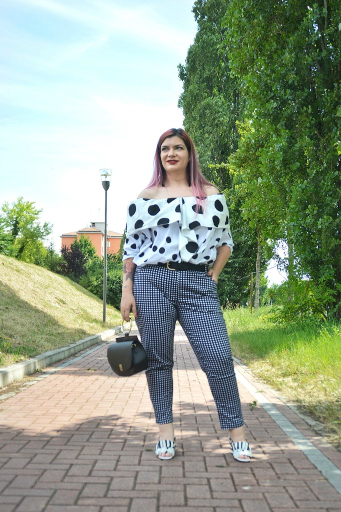 Outfit plus size mix di stampe, blusa lili la tigresse (6)