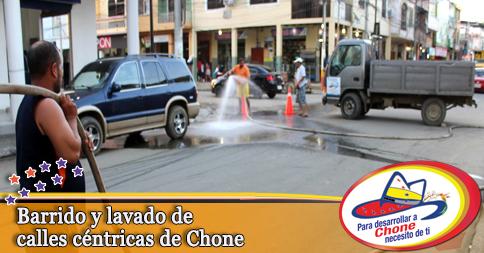 Barrido y lavado de calles céntricas de Chone