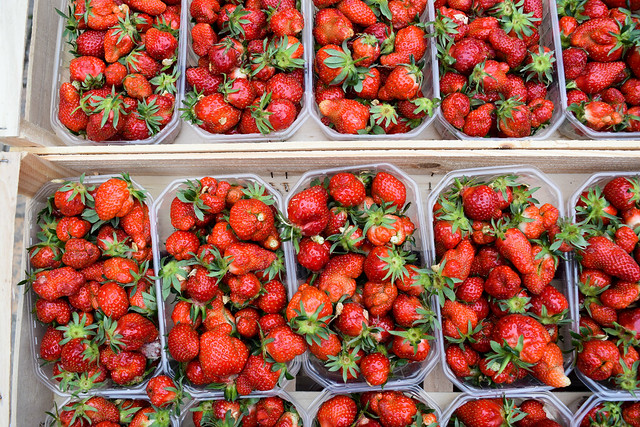 Local Strawberries at Sarlat Market, South West France #strawberries #sarlat #market #farmersmarket #france #dordogne