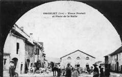 Orgelet (Jura) - Vieux portail et place de la Halle