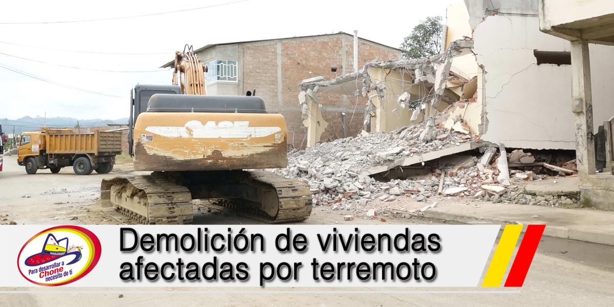 Demolición de viviendas afectadas por terremoto