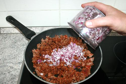18 - Zwiebel hinzufügen / Add onion
