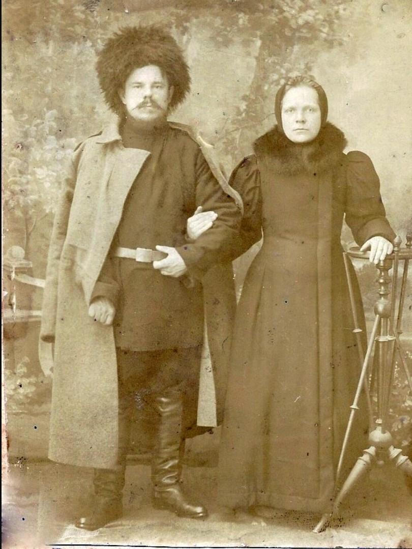 Калинин Георгий Тимофеевич с женой Серафимой Никифоровной, урождённой Хрулёвой. 1895