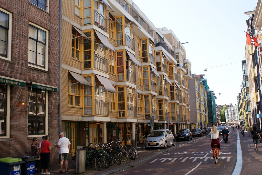En route vers Waterlooplein depuis Nieuwmarkt à Amsterdam.