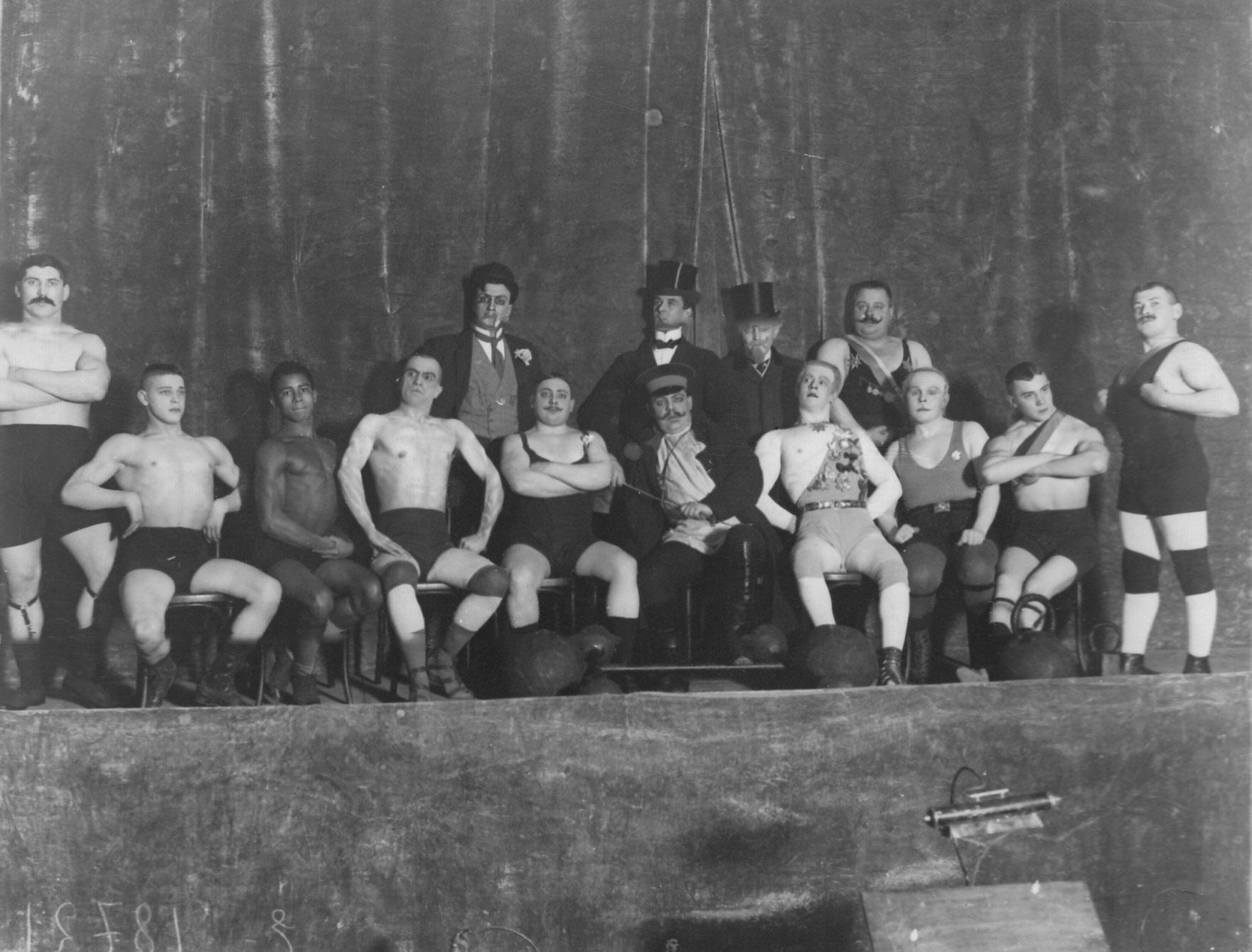 1913. Сцена из спектакля «На золотом дне»