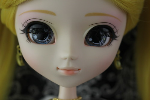 Usagi Wedding Version Face Up partially closed eyes