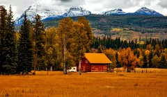 Autumn barn colorado - Credit to https://homegets.com/