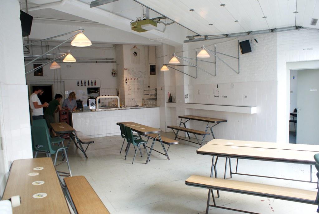 A l'intérieur de la salle de dégustation (ou tap room) du Butcher's Tears à Amsterdam.