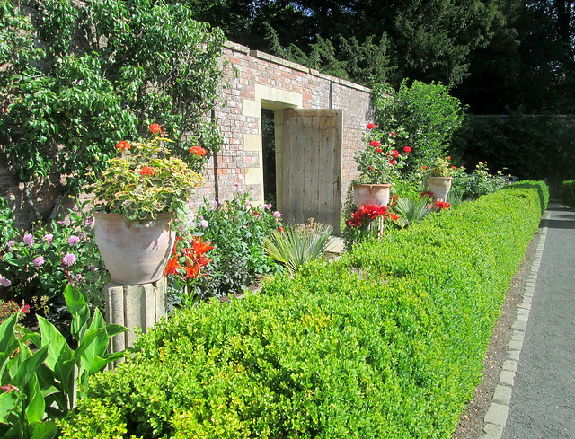 a Backhouse Rossie Estate,entrance + planters