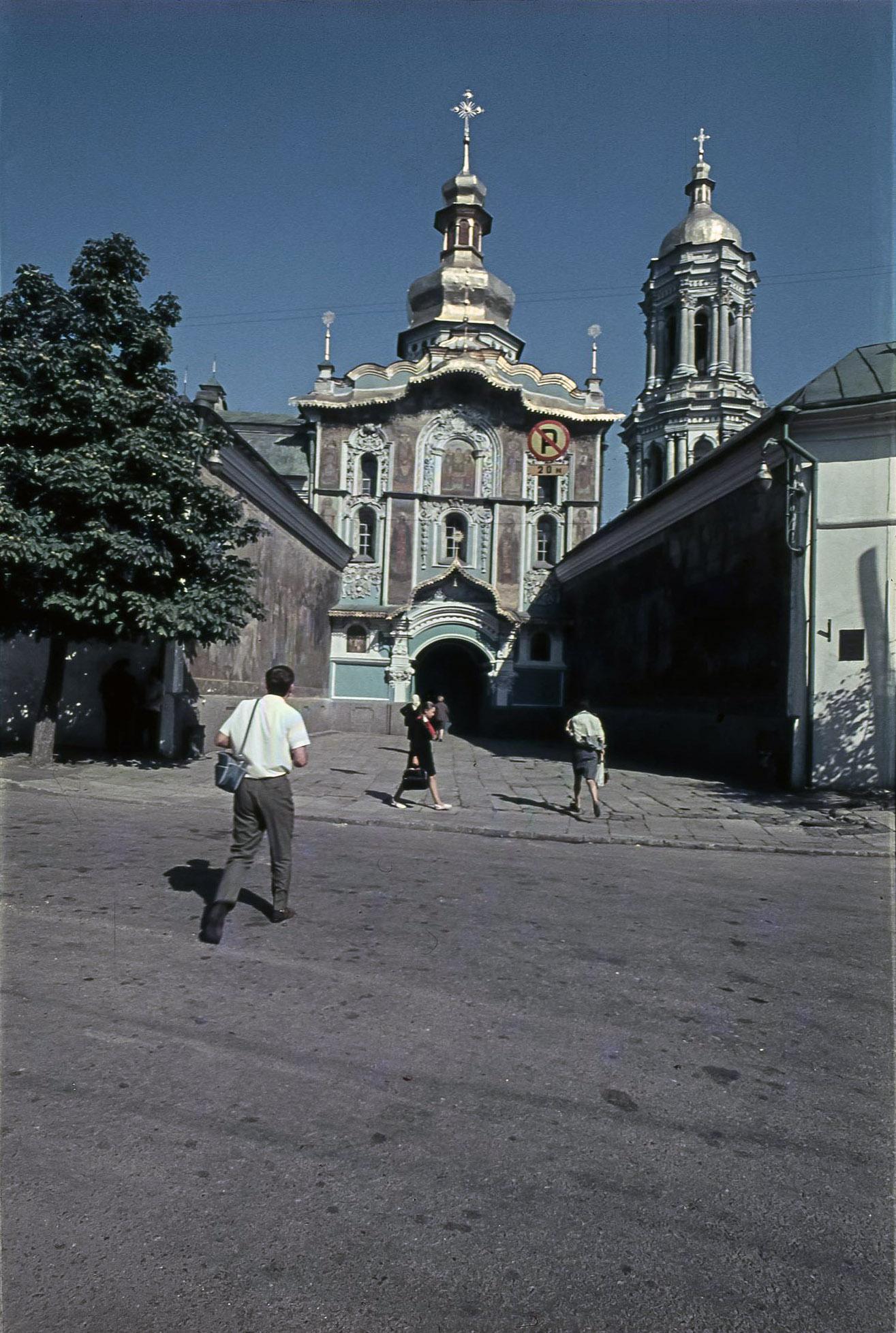 Киев. Троицкая надвратная церковь