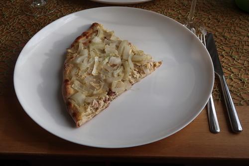 Zwiebelkuchen-Pizza (mein erstes Viertel)