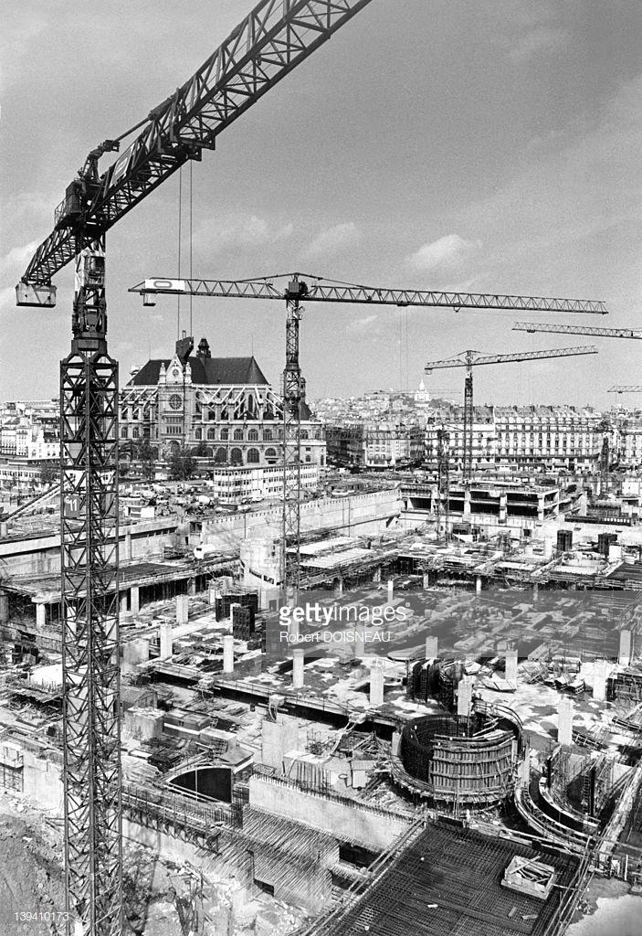1976. Строительство подземного коммерческого центра «Форум-де-Аль»