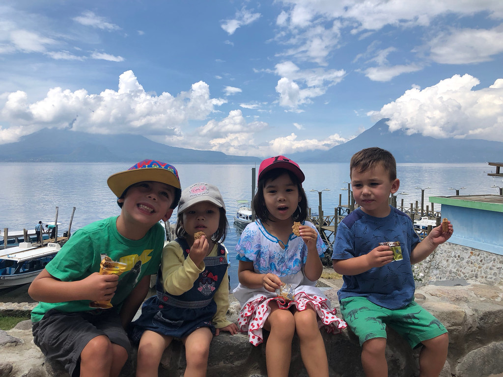 The kids by Lago Atitlán