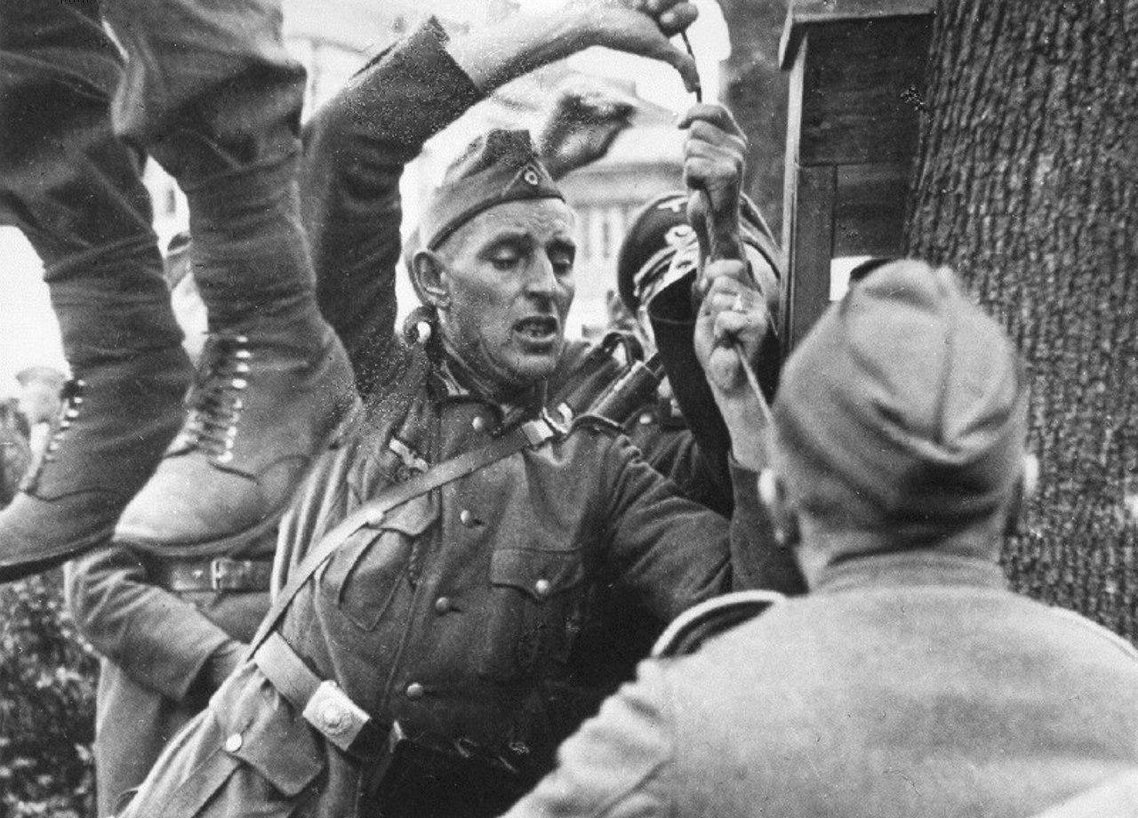 1941. Казнь подпольщика Владимира Виноградова, убившего в Витебске немецкого солдата.