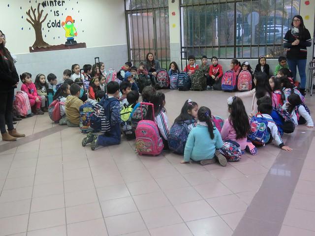 Alumnos de Primero visitan a compañeros de Kinder