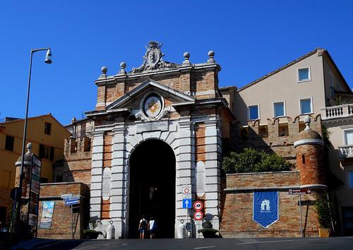 """Braschi"" or ""Marina"" gate (1783-1787) at Recanati / Macerata - Architect Francesco Maria Ciaraffoni"