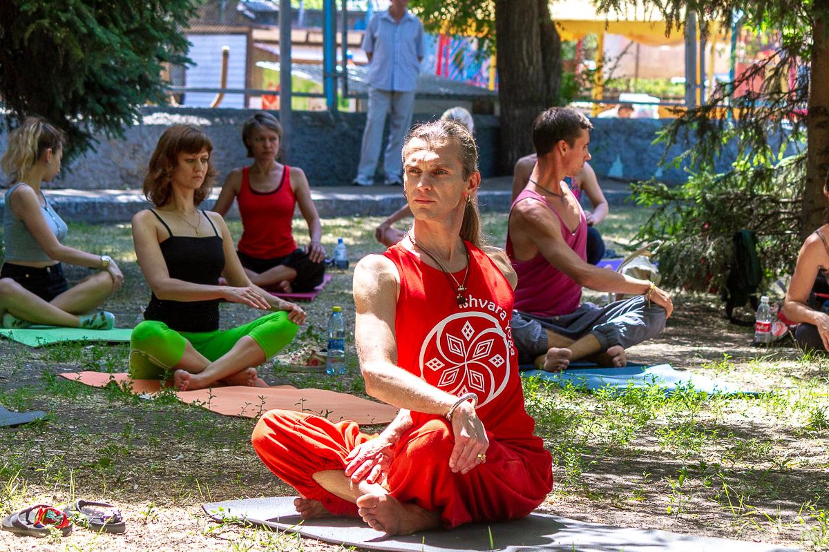 всемирный день йоги саратов фото 9