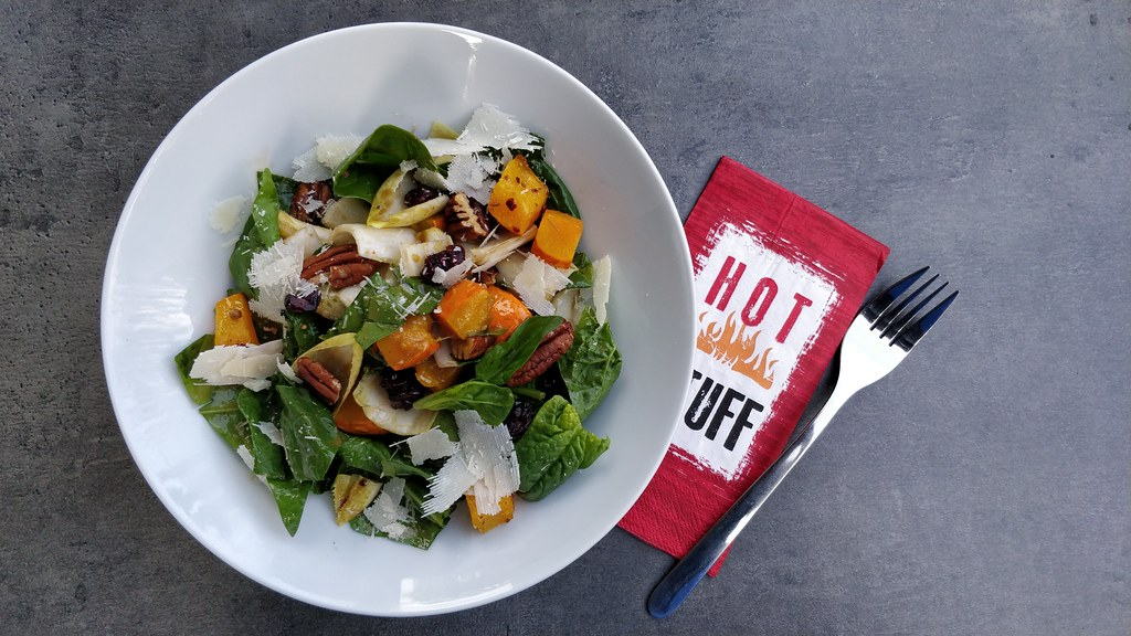 Chicoree-Spinat-Salat mit Kürbis und Cranberries
