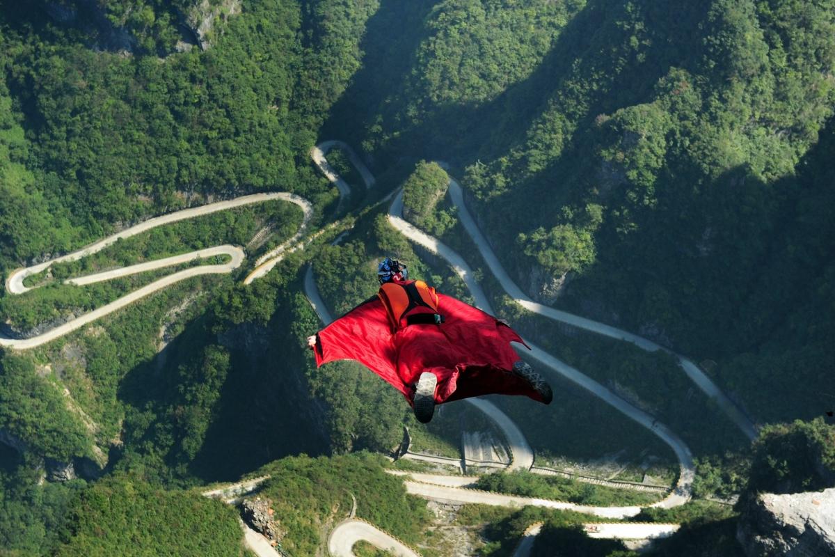 Wingsuit jumper