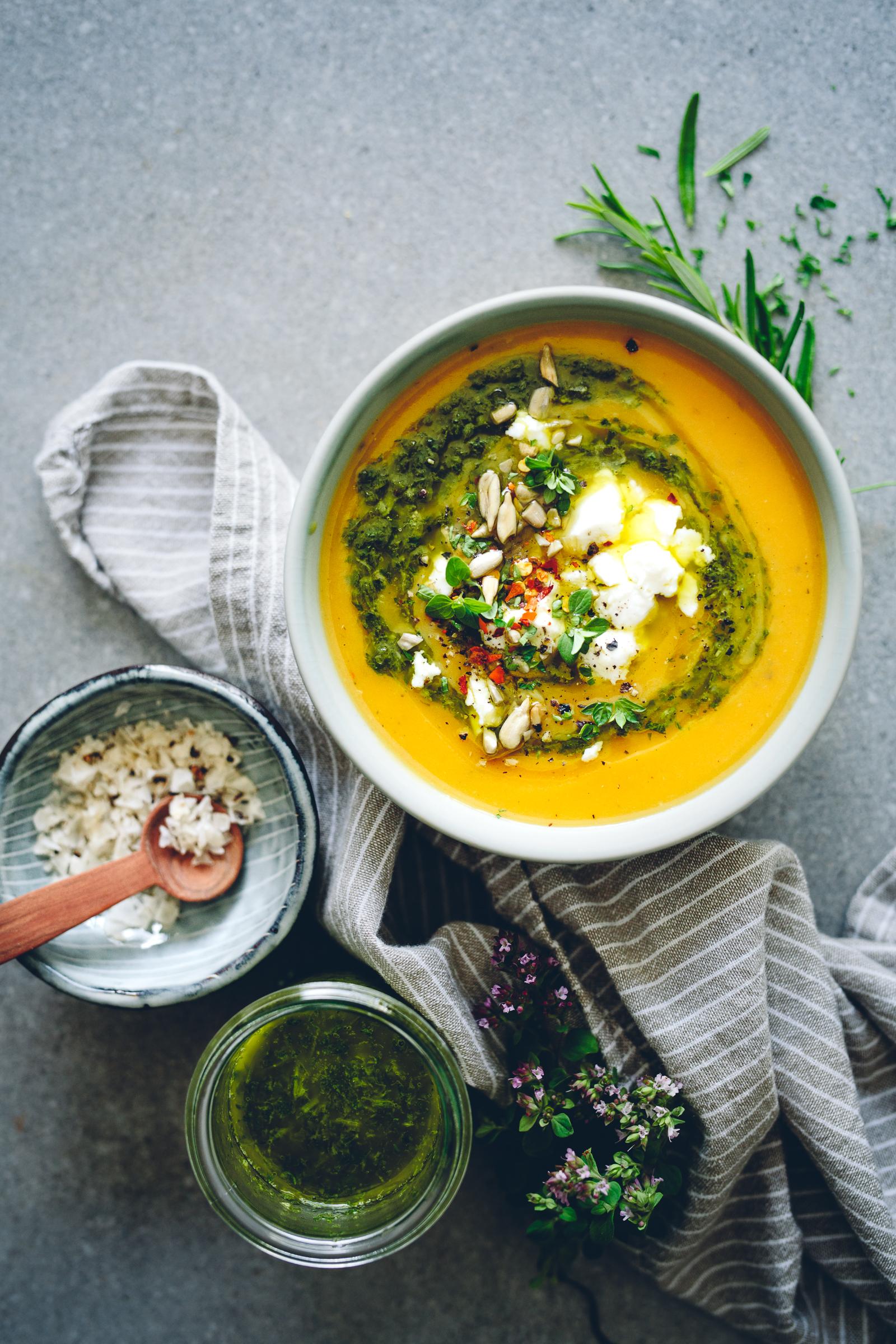 Sötpotatissoppa med örtolja & karl johansalt | Cashew Kitchen