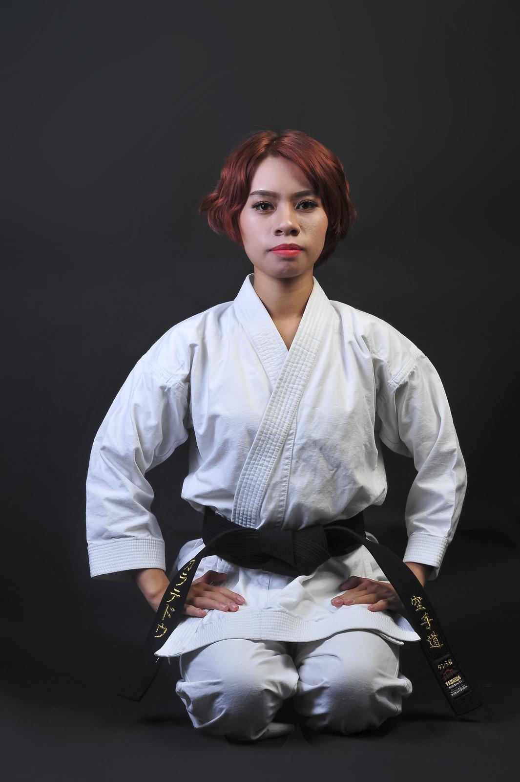 42931012562 ad30430bad h - Bộ ảnh võ thuật Karate Girl phiên bản Việt
