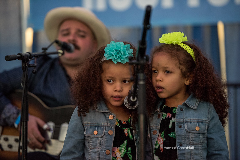 Mississippi Gabe Carter and daughters_v1_current