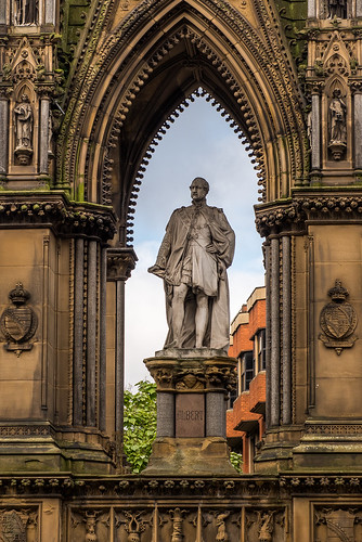 Albert Square and its statues