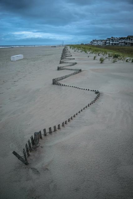 Zig-zag dune fence