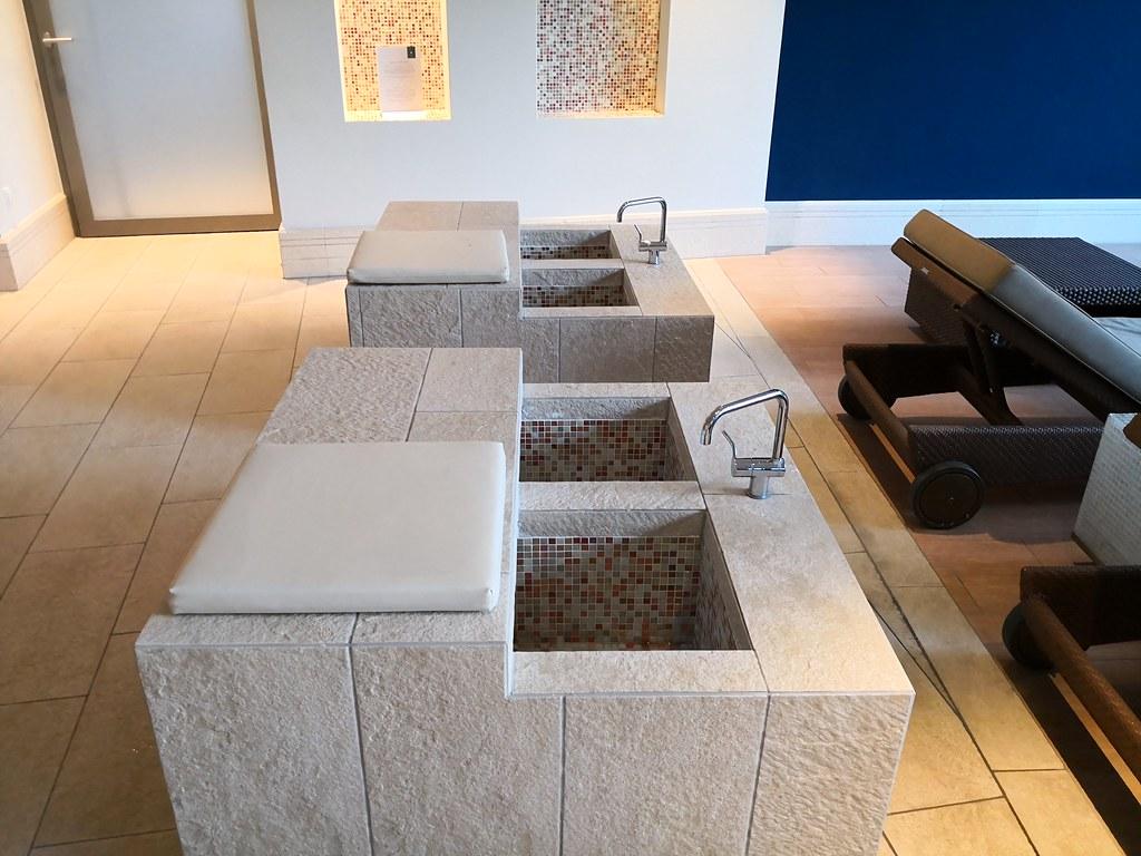 Foot bath corner