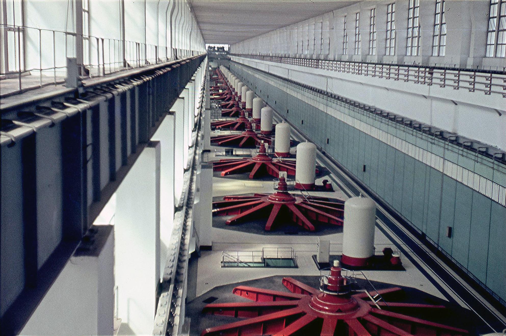 Волжский. Турбинный зал Волжской ГЭС