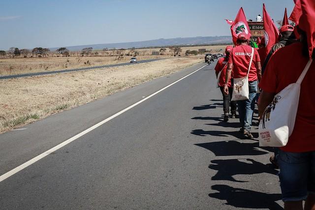Camponeses nordestinos marcham mais de 20km por Lula Livre