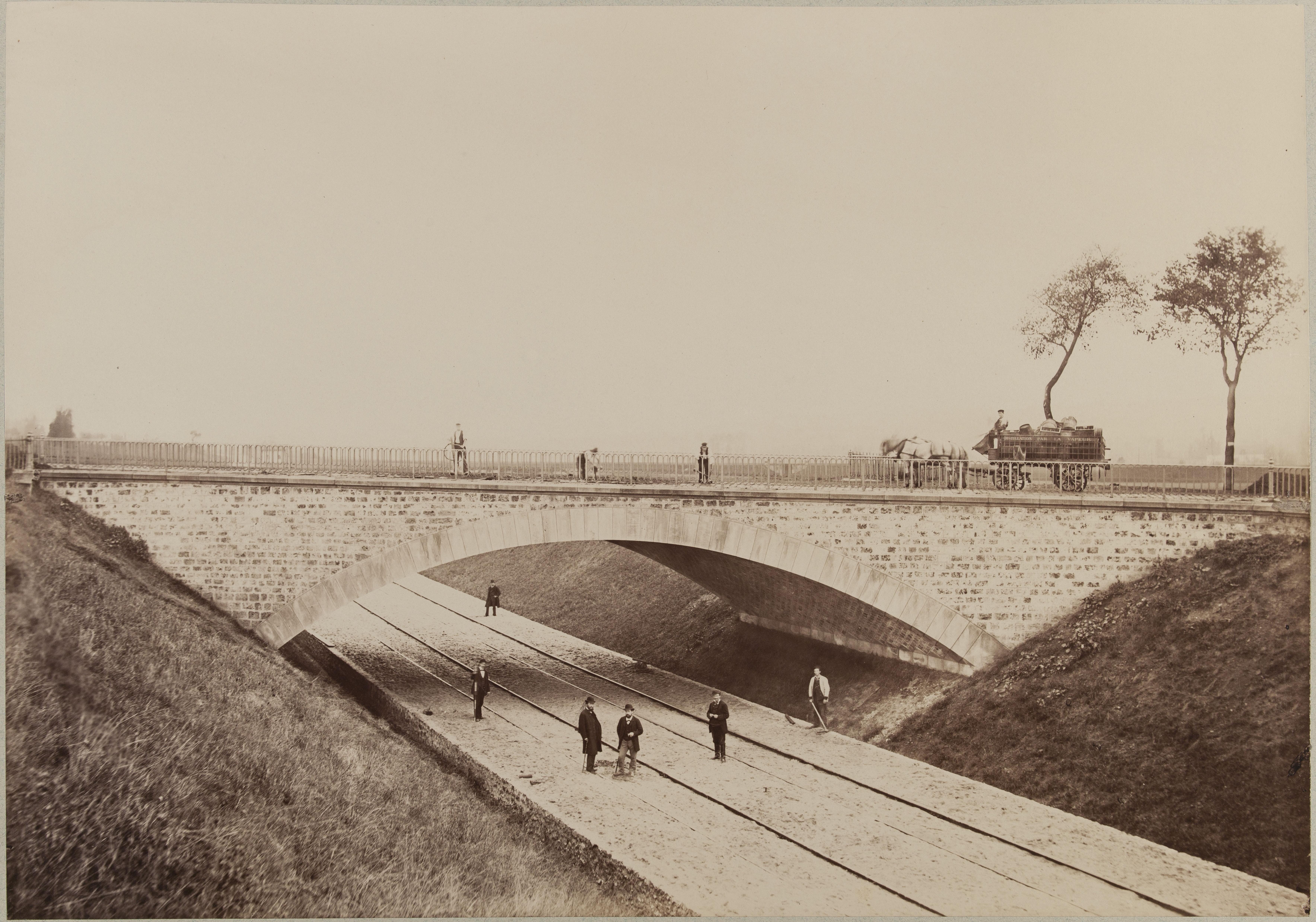 Путепровод над полотном железной дороги